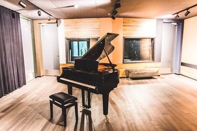 Lot 39 - RECORDING SESSION AT UNIVERSAL MUSIC STUDIOS, LONDON