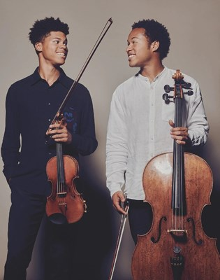 Lot 31 - SHEKU AND BRAIMAH KANNEH-MASON – 'IN CONVERSATION WITH' ONLINE MEET + SIGNED COLLECTOR'S EDITION PRINT, LP SLEEVE, NOTEPAD AND 'HOUSE OF MUSIC' BOOK