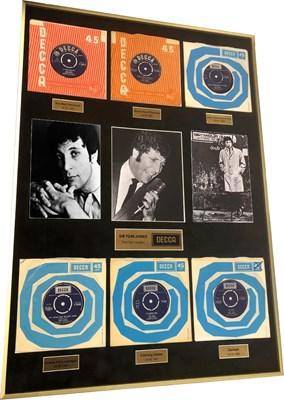 "Lot 21 - TOM JONES – 6 x 7"" DECCA TOP 5 SINGLES, FRAMED AND SIGNED BY TOM JONES"