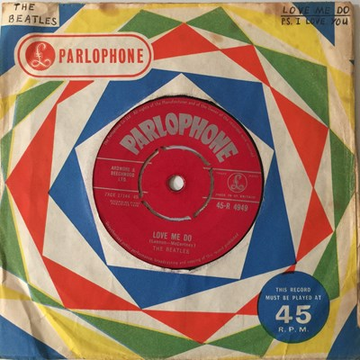 Lot 12-THE BEATLES - LOVE ME DO 7'' (ORIGINAL UK PRESSING - PARLOPHONE 45-R 4949)