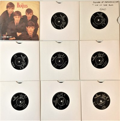 Lot 41-THE BEATLES - 7''/EP (UK) COLLECTION