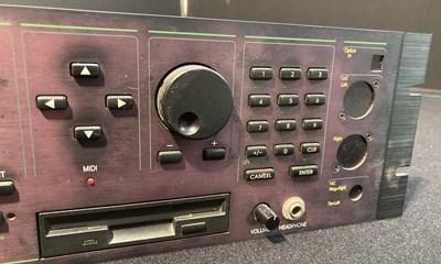 Lot 10 - Studio Equipment - Kurzweil K2000R V3 Synthesizer - 10