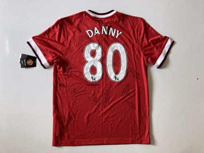 Lot 181 - MANCHESTER UNITED MEMORABILIA - SIGNED 2014/15 SHIRT FROM AN EX-EMPLOYEE.